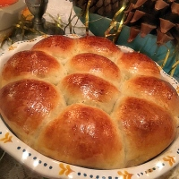 Family Style Fluffy Buttermilk Rolls Recipe